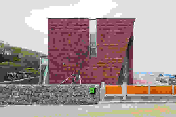 根據 큐제이아키텍쳐 QJARCHITECTURE 現代風 磚塊