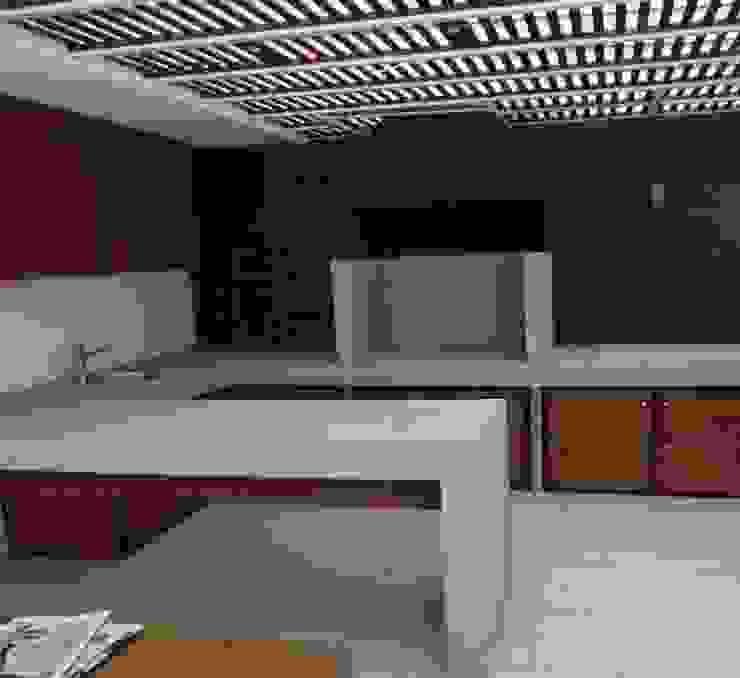 N&V diseño y construcción モダンデザインの テラス