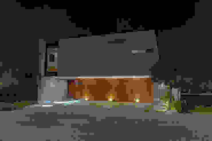 FACHADA Casas modernas de GENETICA ARQ STUDIO Moderno