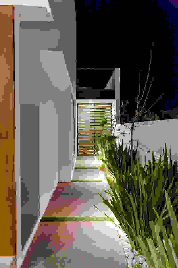 PASILLO Pasillos, vestíbulos y escaleras modernos de GENETICA ARQ STUDIO Moderno