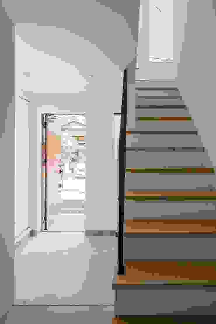 Couloir, entrée, escaliers minimalistes par ALTS DESIGN OFFICE Minimaliste