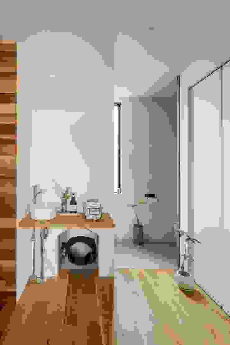 ALTS DESIGN OFFICE Pasillos, vestíbulos y escaleras de estilo moderno