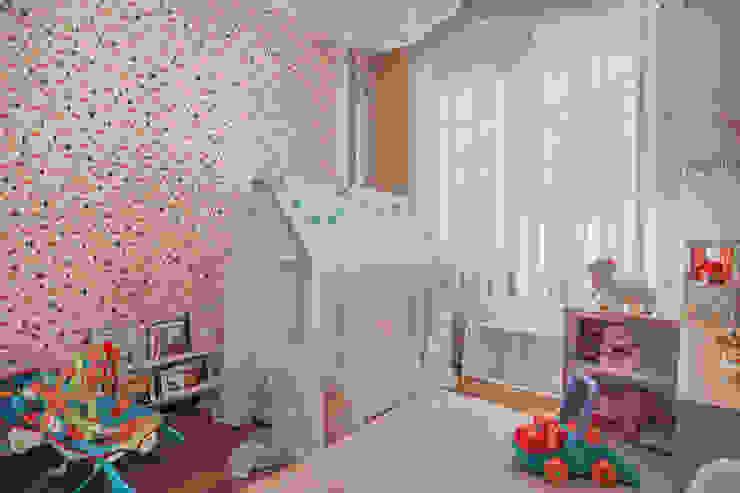 Quarto Montessori: Quartos de bebê  por Erica Saraiva Design de Interiores,Moderno