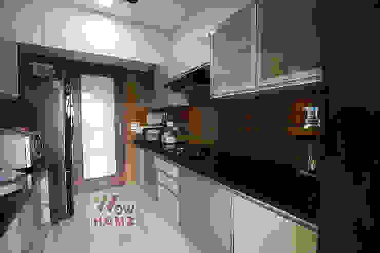 Modular Kitchen :  Small kitchens by Wow Homz,