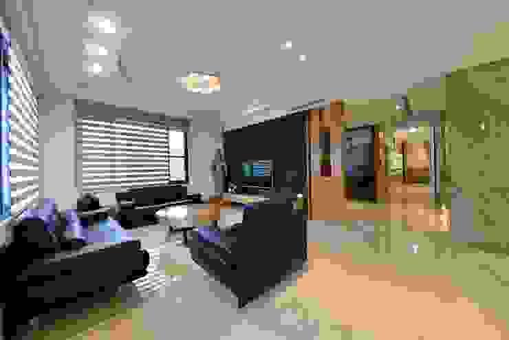 Гостиная в азиатском стиле от 台中室內建築師|利程室內外裝飾 LICHENG Азиатский