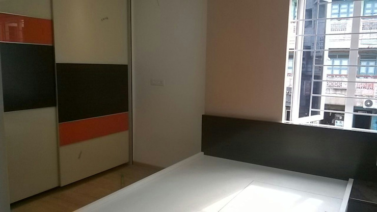 Mr.Mahendran's residence interiors:  Bedroom by The Yellow Ink Studio,