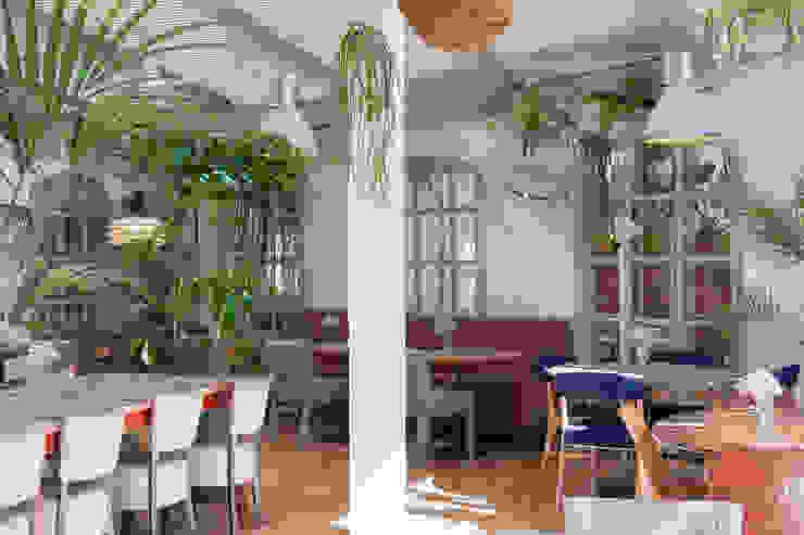 REFORMA DE RESTAURANTE GREENHOUSE ALTBATH COMPANY, SL Hoteles de estilo tropical Madera Blanco