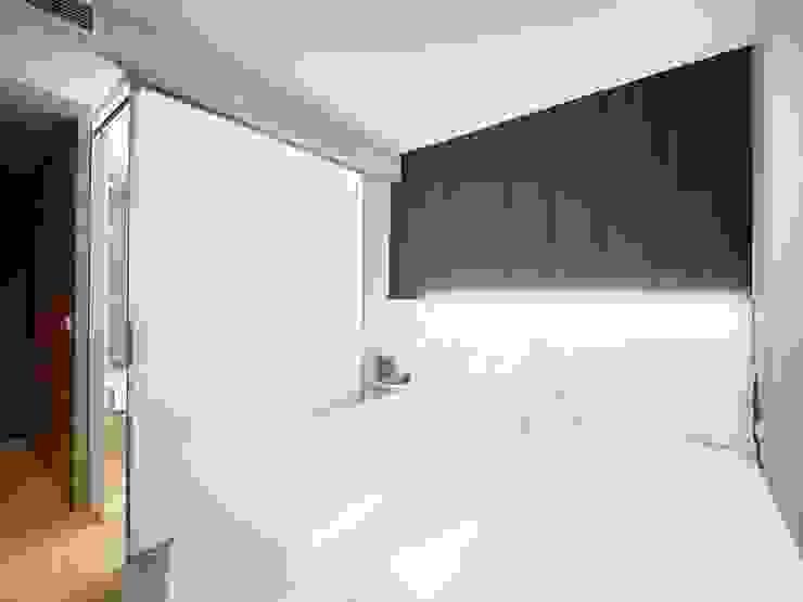 REFORMA DE BAÑOS EN HOTEL BARCELO PRAGA ALTBATH COMPANY, SL Dormitorios de estilo moderno