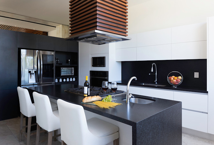 Daniel Cota Arquitectura   Despacho de arquitectos   Cancún Modern kitchen White