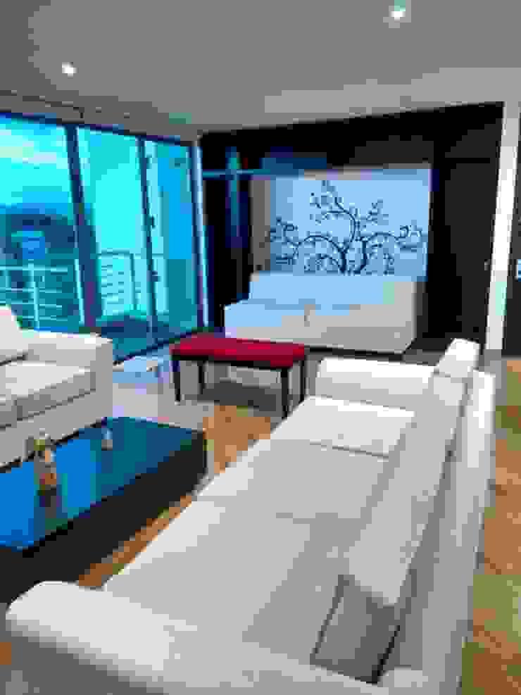 Moderne Wohnzimmer von KAYROS ARQUITECTURA DISEÑO INTERIOR Modern Holz Holznachbildung
