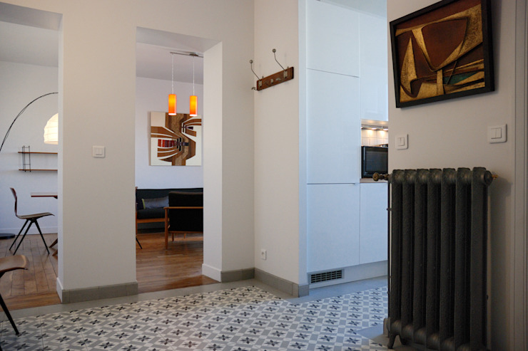 Créateurs d'Interieur Classic style corridor, hallway and stairs