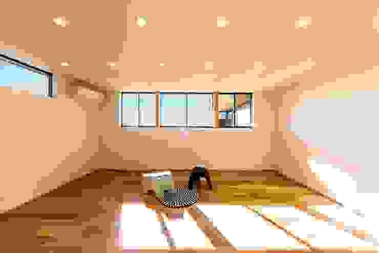Dormitorios infantiles de estilo ecléctico de STaD(株式会社鈴木貴博建築設計事務所) Ecléctico