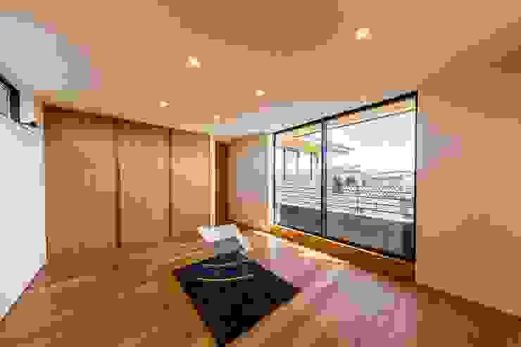Dormitorios de estilo ecléctico de STaD(株式会社鈴木貴博建築設計事務所) Ecléctico