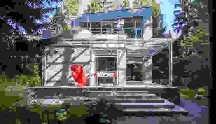 Casa di campagna in stile  di Роман Леонидов - Архитектурное бюро, Minimalista