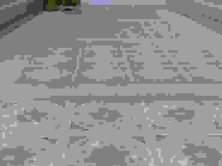 Inserto Ceramiche in un Pavimento in Legno. ARTE DELL'ABITARE Hotel in stile classico