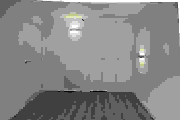 Dormitorio individual. de Bau Arquitectura Tarragona Moderno