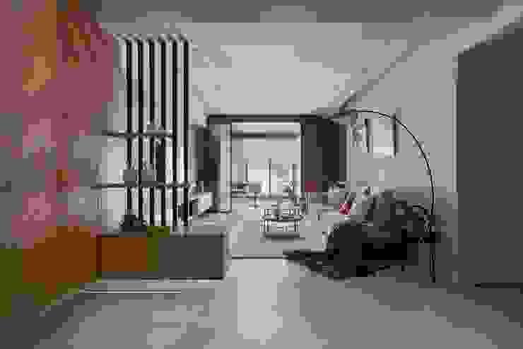 Salones de estilo moderno de 層層室內裝修設計有限公司 Moderno