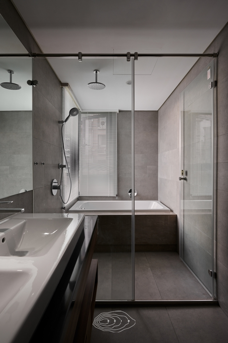 Modern Bathroom by 層層室內裝修設計有限公司 Modern