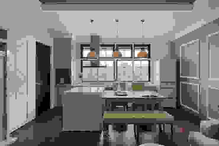 Phòng ăn phong cách hiện đại bởi 層層室內裝修設計有限公司 Hiện đại