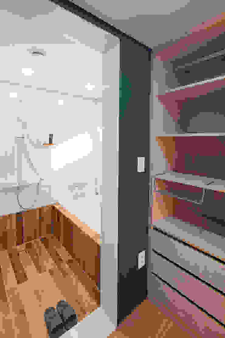 2층 드레스룸 욕실 지중해스타일 욕실 by 위드하임 지중해 타일