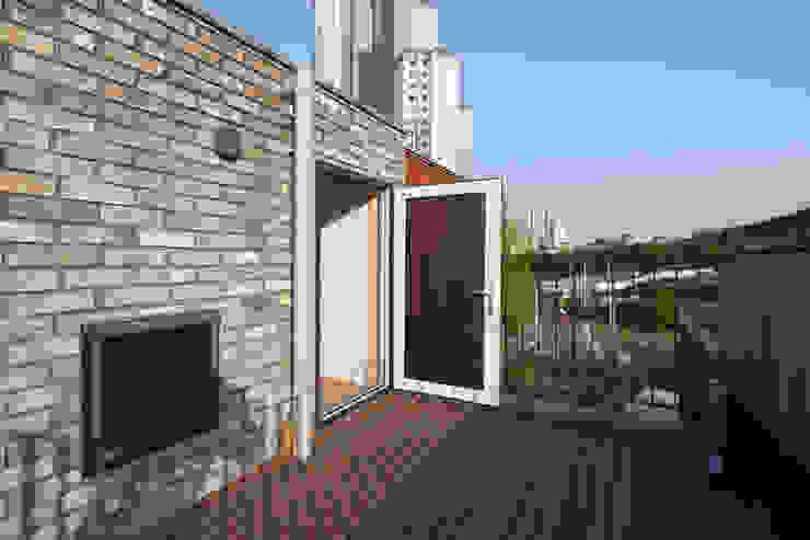 Balcony by 위드하임,