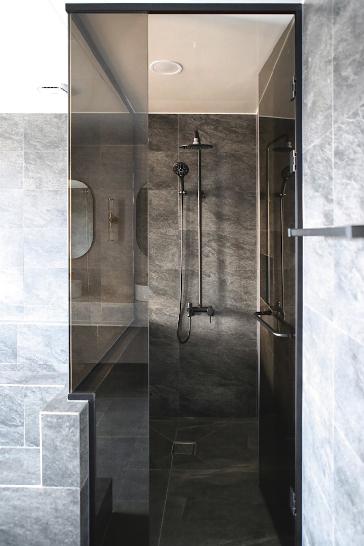 호캉스가 안부러운 럭셔리 전원주택 모던스타일 욕실 by 주식회사 큰깃 모던