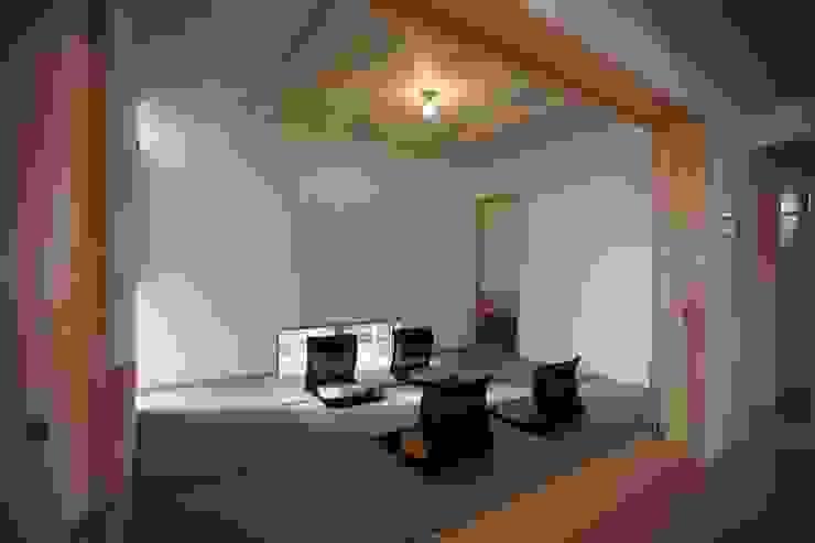 Scandinavian style media rooms by 株式会社高野設計工房 Scandinavian