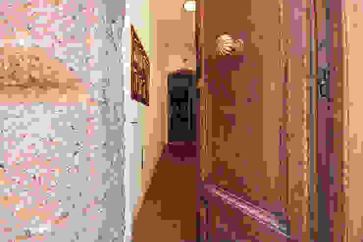 Koridor & Tangga Modern Oleh Creattiva Home ReDesigner - Consulente d'immagine immobiliare Modern
