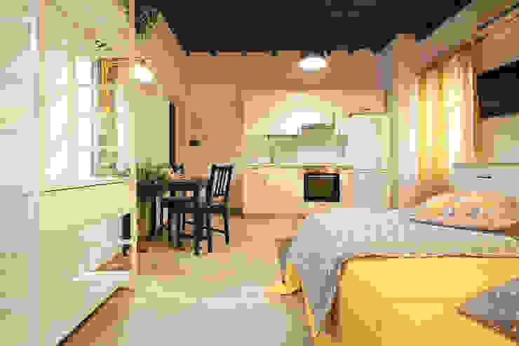Ruang Makan Modern Oleh Creattiva Home ReDesigner - Consulente d'immagine immobiliare Modern