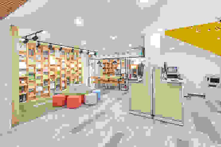 서초 서리풀광장 어린이 도서관 (2018) 인더스트리얼 스타일 전시장 by 한성모듈러(주) 인더스트리얼