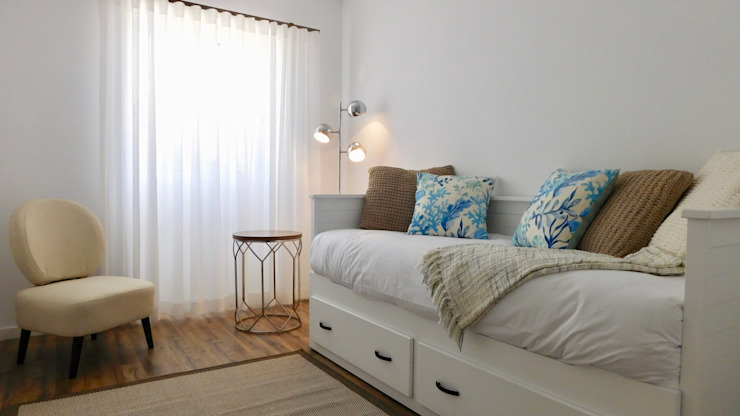 Quarto Studio por Cristina Oliveira - Consulting & Interior Design Escandinavo Madeira Acabamento em madeira