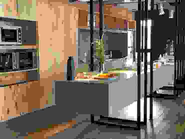 Mesada volada en Dekton de Tumburus Lucas - Diseño y Arquitectura Interior Industrial Hierro/Acero