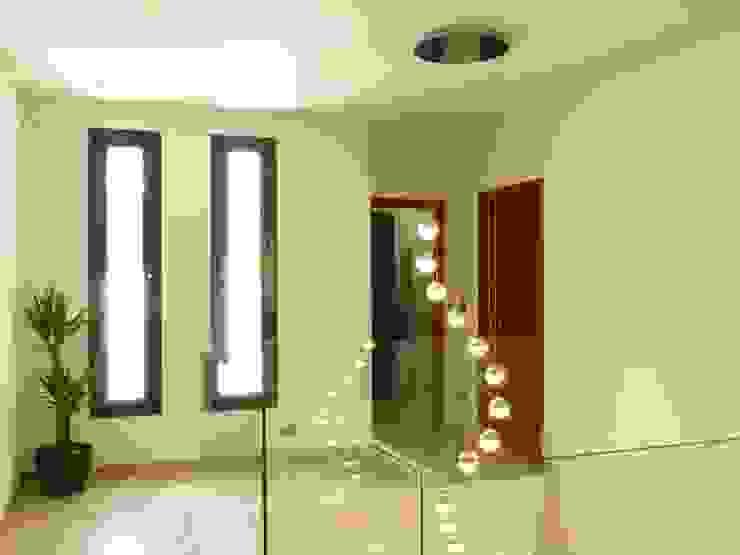 Distribuidor en Proyecto de vivienda nueva Pasillos, vestíbulos y escaleras de estilo moderno de Gestionarq, arquitectos en Xàtiva Moderno