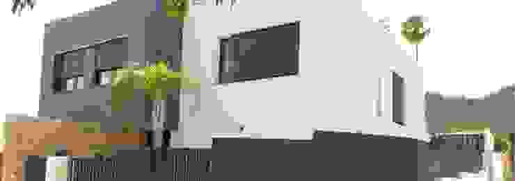 Proyecto y Construcción de casa nueva en Xativa de Gestionarq, arquitectos en Xàtiva Moderno Caliza