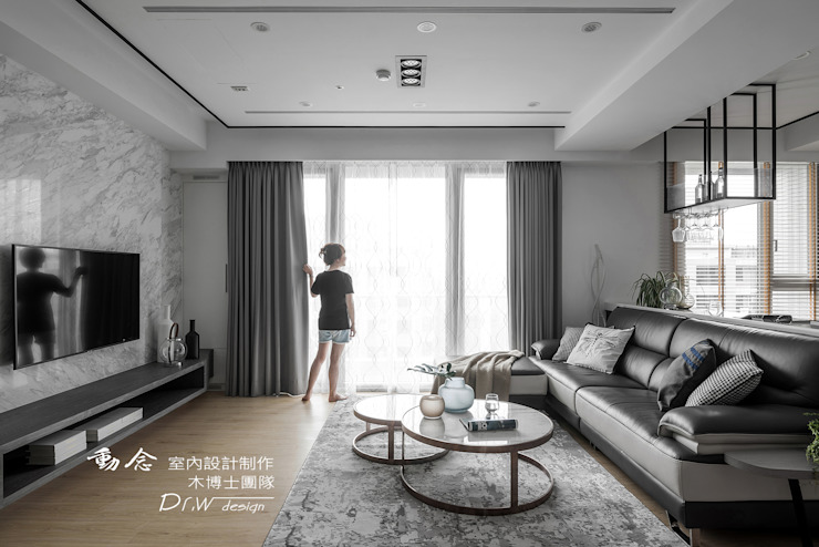Ruang Keluarga Modern Oleh 木博士團隊/動念室內設計制作 Modern
