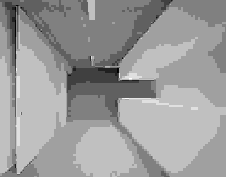 Rohbau Style mit freundlichem Empfang:  Praxen von AMUNT Architekten in Stuttgart und Aachen,