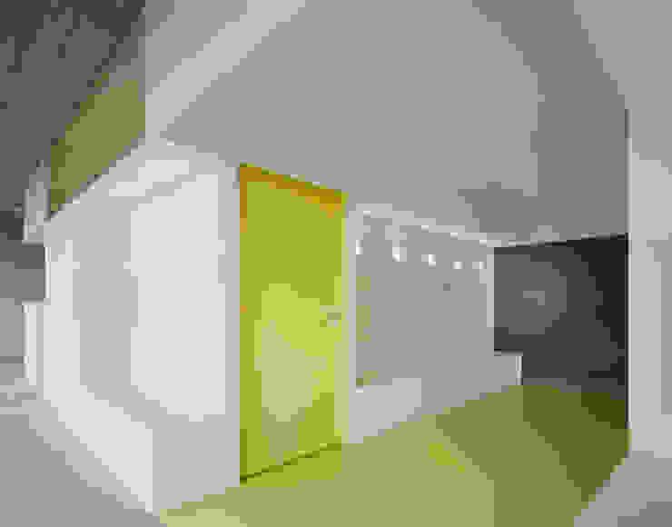 Farbenfrohes Orientieren:  Praxen von AMUNT Architekten in Stuttgart und Aachen,