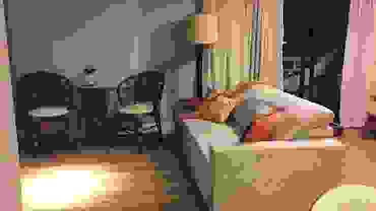 sala de estar e TV:   por Ana Laura Wolcov - ARTE WOLCOV ,Eclético Algodão Vermelho