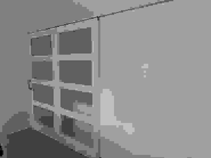 Раздвижные двери в . Автор – Gestionarq, arquitectos en Xàtiva,