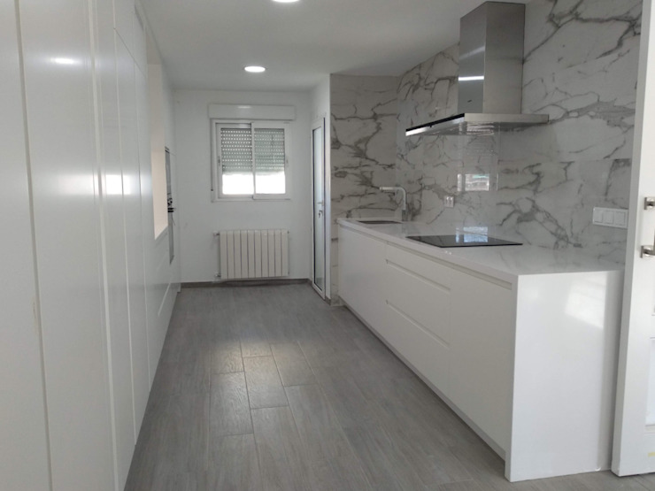 Built-in kitchens by Gestionarq, arquitectos en Xàtiva,