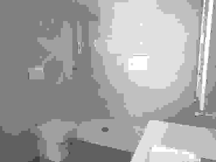 Ванные комнаты в . Автор – Gestionarq, arquitectos en Xàtiva,
