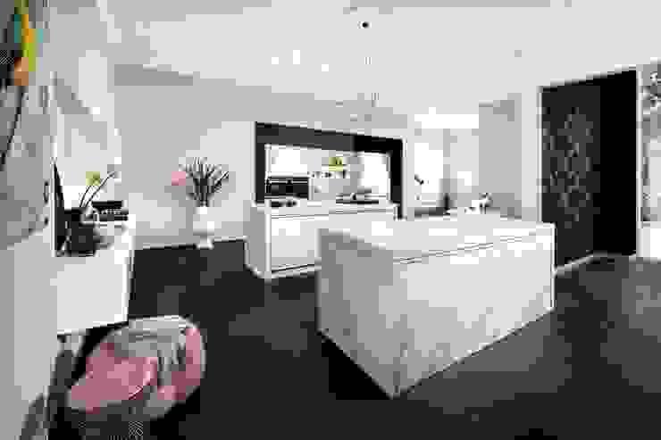 Calacatta Ceramic Kitchen : modern  by LWK Kitchens SA, Modern Ceramic