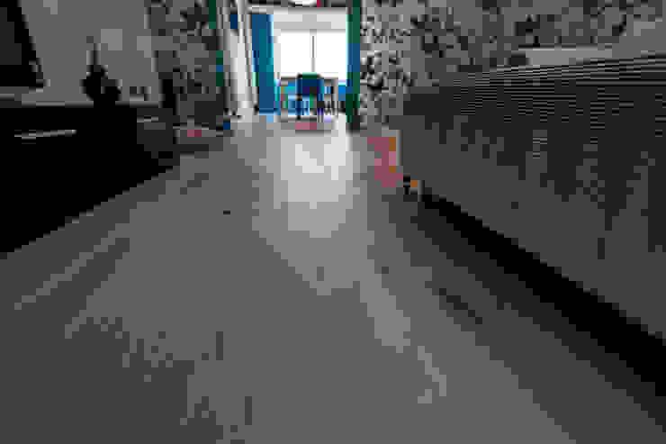 particolare pavimento: Soggiorno in stile  di Bolefloor , Moderno Legno Effetto legno