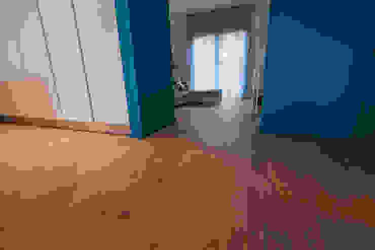 stretto e largo: Pavimento in stile  di Bolefloor , Moderno Legno Effetto legno