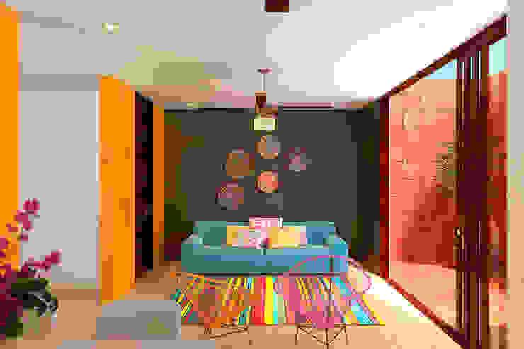 Sala: Salas de estilo  por Laboratorio Mexicano de Arquitectura, Moderno Concreto