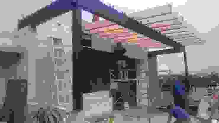 MSG Architecture SA DE CV Moderner Balkon, Veranda & Terrasse Holz-Kunststoff-Verbund Beige