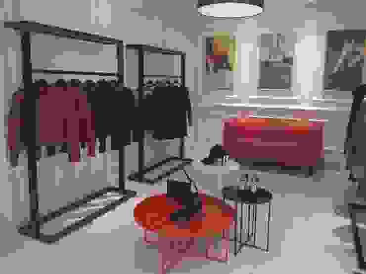 MOBILIARIO INTERIOR ZAPATERÍA Oficinas y tiendas de estilo minimalista de VURPURA INSTALACIONES COMERCIALES Minimalista