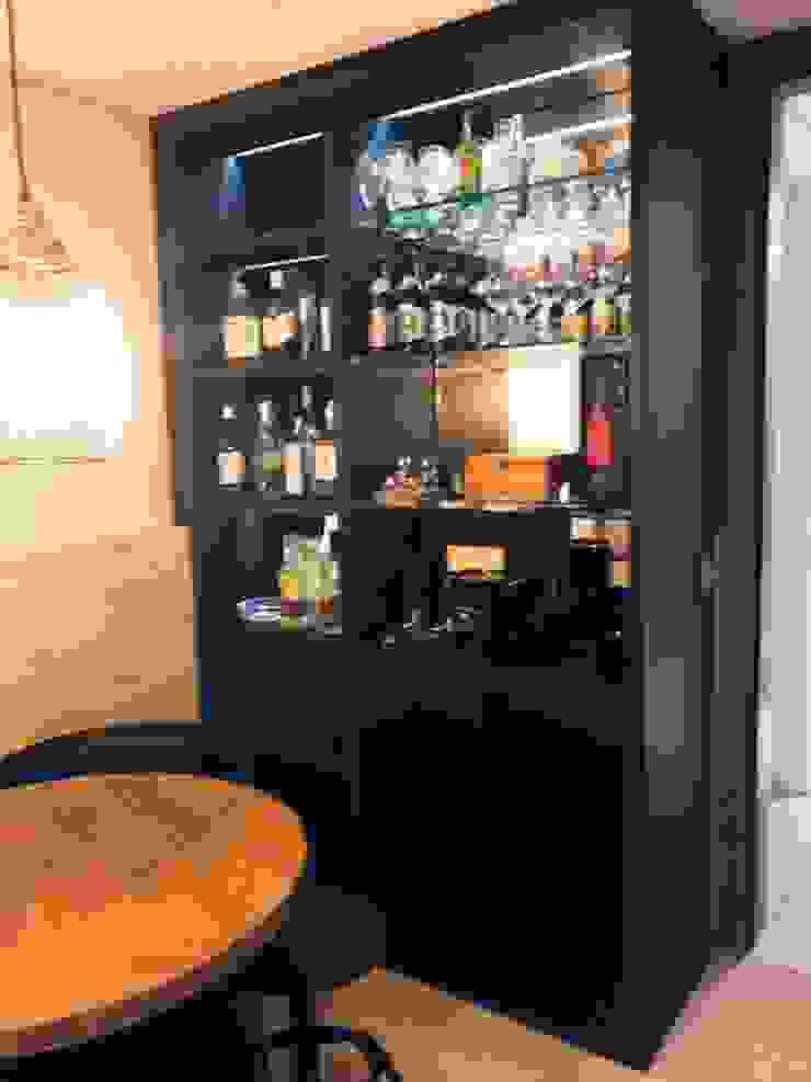 Lucia Helena Bellini arquitetura e interiores Modern wine cellar Wood Black