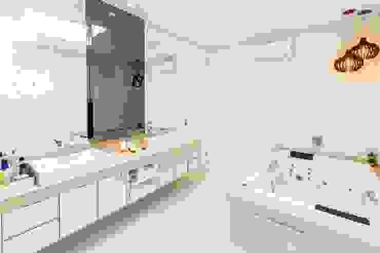 Lucia Helena Bellini arquitetura e interiores Modern bathroom