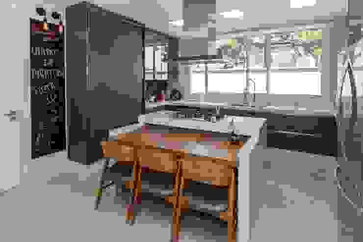 Lucia Helena Bellini arquitetura e interiores Modern kitchen MDF